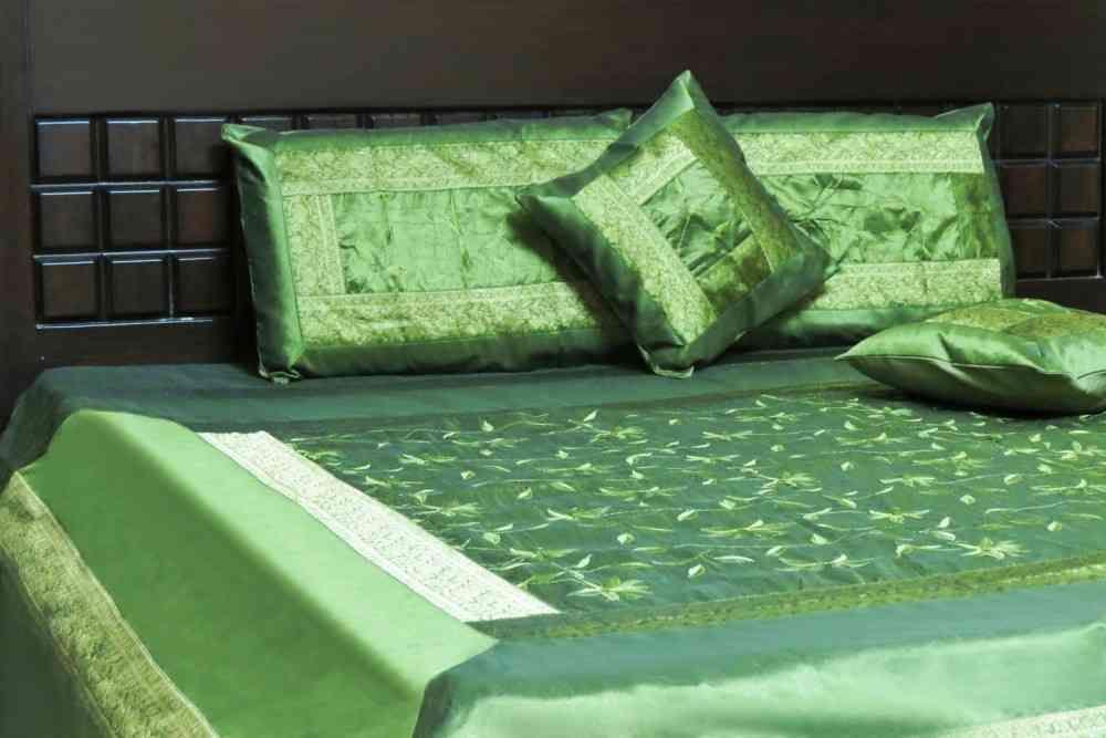 Beautiful Green 5 Piece Silk Bedspread Set