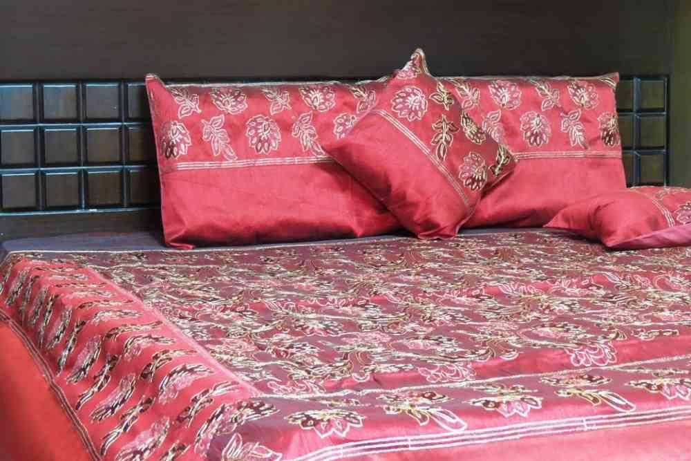 Beautiful Maroon 5 Piece Silk Bedspread Set