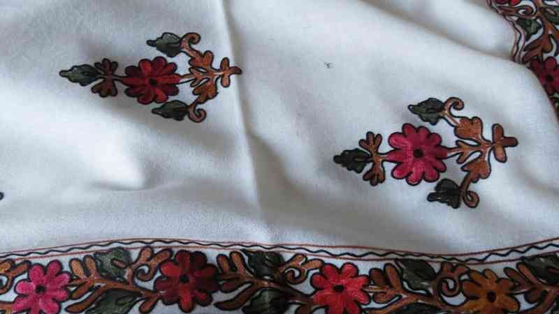 Cashmere Flower White Embroidered Scarf