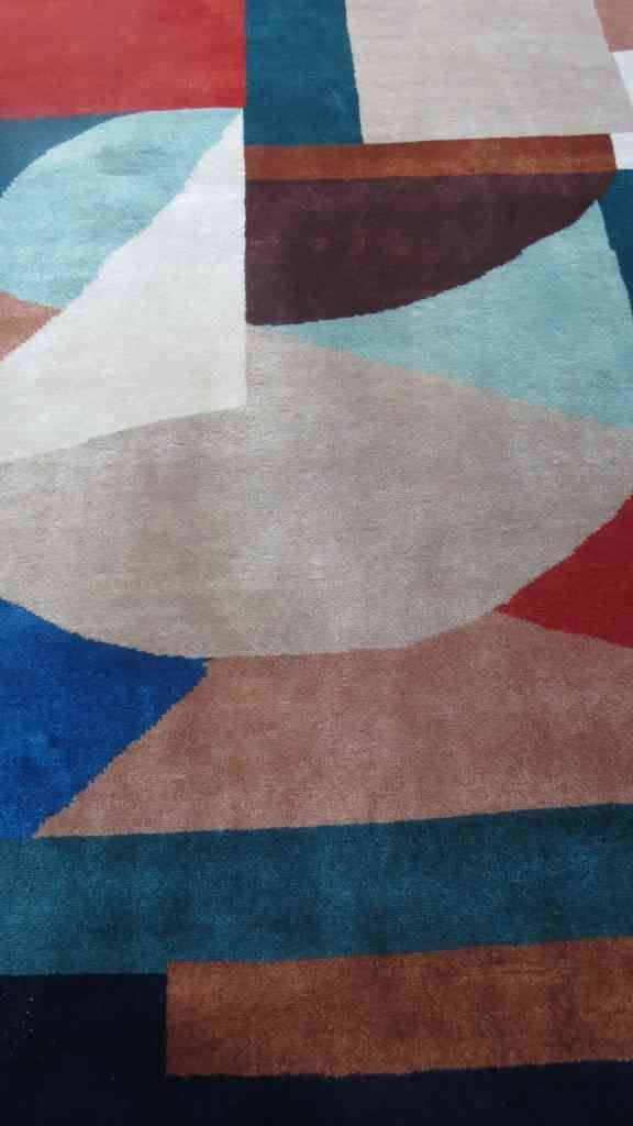 Modern Design Hand Knotted Wool Rug