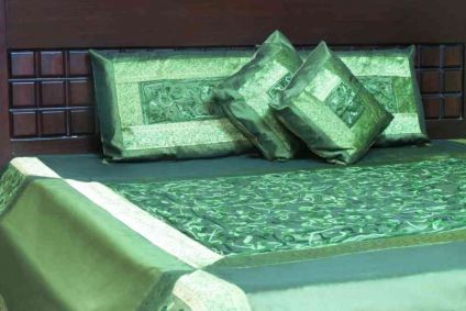 BEAUTIFUL GREEN 5 PIECE SILK BEDCOVER SET FROM INDIA
