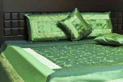 BEAUTIFUL GREEN 5 PIECE SILK BEDSPREAD SET-BB17