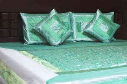 BEAUTIFUL SPRING GREEN 5 PIECE SILK BEDSPREAD FROM INDIA