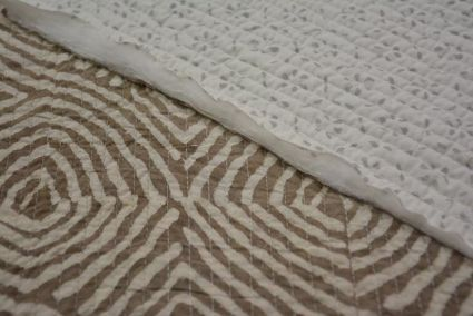 GREY AND WHITE BLOCK PRINTED REVERSIBLE COTTON QUILTED FABRIC-HF3809